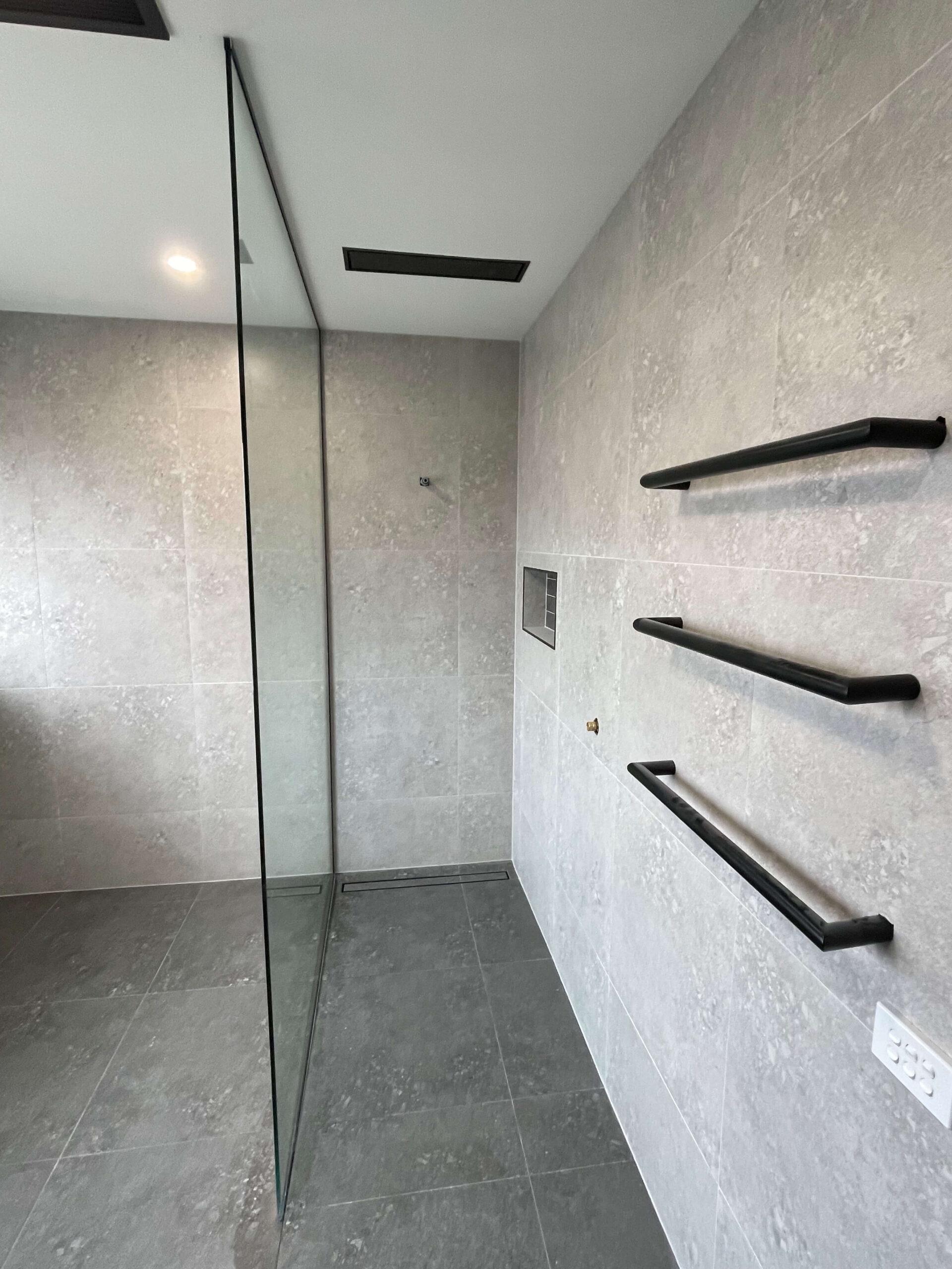 Freestanding Shower Screen Black Channel